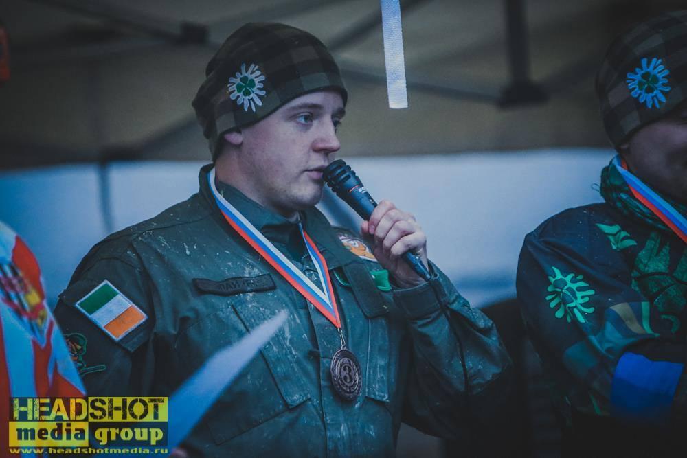 Eli - капитан Лепреконов. На награждении