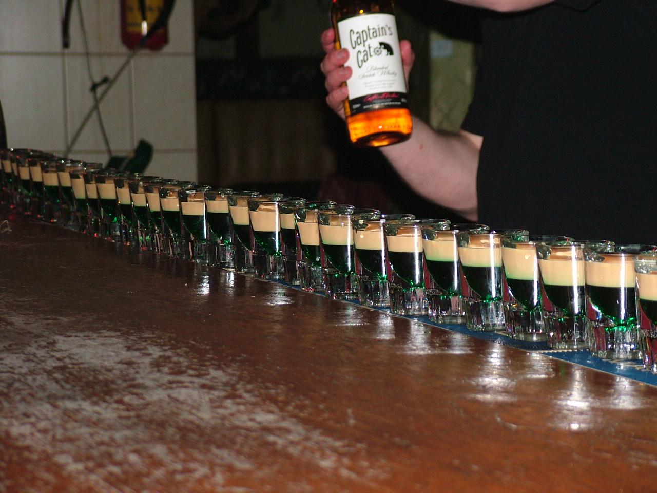 Ирландский флаги на барной стойке :)